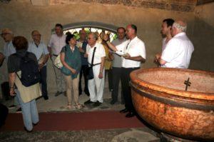 Alcuni partecipanti con mons. Ulrich nella cappella di S. Giovanni Battista (21 luglio).