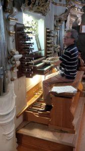 Il M° Franz Comploi illustra l'organo Pirchner (21 luglio).