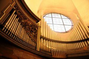 L'organo Herz/Ahrend della Madonna del Chiostro (21 luglio).