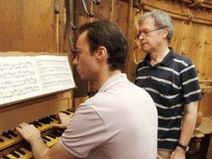 Il M° Manfredini all'organo Herz/Ahrend (21 luglio).