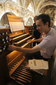 Il M° Manfredini all'organo Metzler (22 luglio).