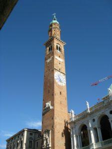 vVicenza - Torre Bissara presso la Basilica Palladiana.