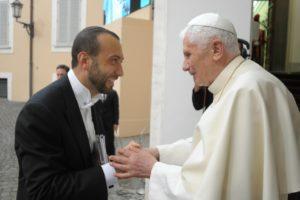 Castel Gandolfo - Il Santo Padre Benedetto XVI a colloquio con il M° Baiocchi, al termine del concerto