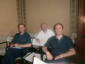Il Presidente Mons. Tarcisio Cola e il Vice-presidente prof. Claudio Stucchi con il M° Michele Manganelli, docente del corso.