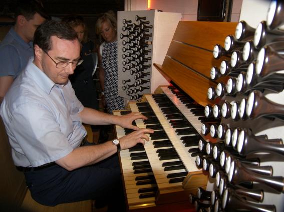 Il M° Nosetti illustra l'organo della Cattedrale di Monaco-Montecarlo (23 luglio).