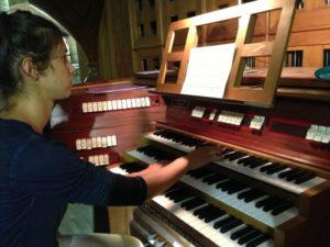 Una partecipante all'organo della Cattedrale di Toulon (24 luglio).