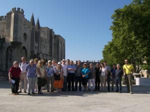 I partecipanti davanti al Palais des Papes, Avignon (25 luglio).