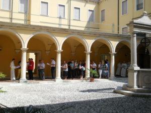 La processione introitale della S. Messa conclusiva.