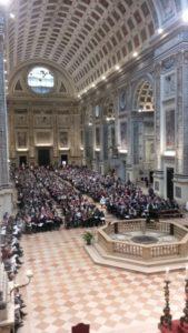 I cantori prendono posto nella Basilica concattedrale di Sant'Andrea.