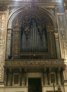 L'organo Serassi della Basilica di Sant'Andrea.