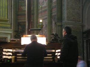 Napoli, 17 novembre 2010 Cattedrale, il M° don Vincenzo De Gregorio in concerto.