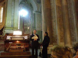 Napoli, 17 novembre 2010 Cattedrale, i Maestri Manganelli e don Brunelli in attesa dei coristi.