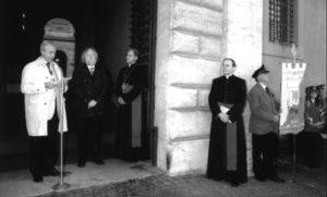 Palazzo Sant'Uffizio – Vaticano: inaugurazione dell'Altorilievo 'L. Perosi' (da sinistra: avv. M. Poltronieri, l'artista F. Travi, S.E. Mons. R. Boccardo, Mons. T. Cola) 25 novembre 2006.