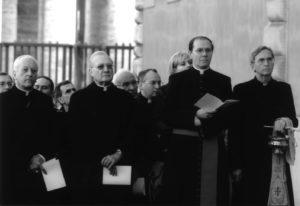 Palazzo Sant'Uffizio – Vaticano: inaugurazione dell'Altorilievo 'L. Perosi' (da sinistra: Sua Em. Card. Franc Rodé, S.E. Mons. Franco Croci, Mons. Tarcisio Cola, Mons. Enrico Radice), 25 Novembre 2006.