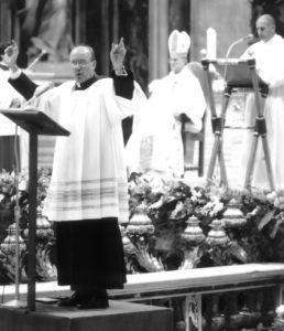 Basilica S. Pietro - Vaticano, Celebrazione Eucaristica animata dalle Scholae Cantorum. Da sinistra: don G. Ferri, S. Em. Card. T. Bertone, (26 Novembre 2006).