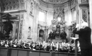 Basilica S. Pietro – Vaticano: Celebrazione Eucaristica, l'assemblea guidata dal Mº Claudio Stucchi (26 Novembre 2006).