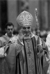 Basilica S. Pietro - Vaticano, il card. Angelo Comastri presiede la solenne Celebrazione Eucaristica (11 Novembre 2012).