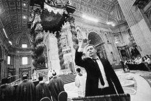 Basilica S. Pietro - Vaticano, Celebrazione Eucaristica. Il maestro C. Fermalvento, direttore della sez. Tenori del grande Coro (11 Novembre 2012).