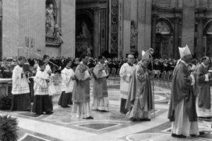 Basilica S. Pietro - Vaticano, alcuni momenti della Celebrazione Eucaristica (11 Novembre 2012).