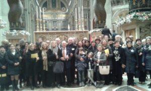 Basilica S. Pietro - Vaticano. Il vice-presidente C. Stucchi con alcuni cantori al termine del Te Deum (31 dicembre 2015).