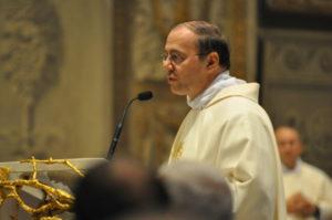 Savona, 18 novembre 2010 Cattedrale, il Presidente Mons. Cola saluta e ringrazia i partecipanti alla Crociera al termine della S. Messa.