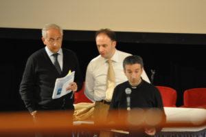 Mar Adriatico, 14 novembre 2010 I M° don Brunelli e Manganelli con l'avv. Poltronieri, durante le prove dei coristi nel teatro della nave.