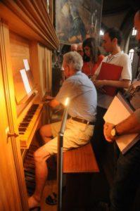 Il M° Jaquenod illustra l'organo Ahrend (23 luglio).