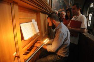 Il M° Baiocchi all'organo Ahrend (23 luglio).