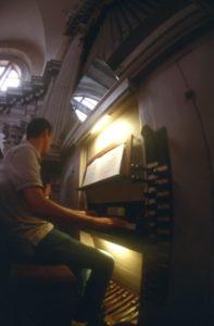 Il M° Manfredini all'organo Nacchini-Dacci (24 luglio).