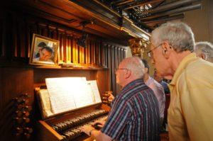 Il prof. Stucchi all'organo Walcker della Servitenkirche (25 luglio).
