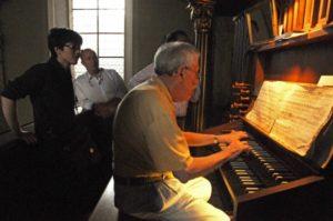 Un partecipante all'organo Walcker della Servitenkirche (25 luglio).