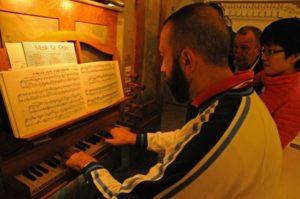 Il M° Baiocchi all'organo Pirchner (26 luglio).