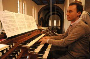 Il M° Manfredini all'organo Fuetsch della Chiesa parrocchiale di Pradl (26 luglio).