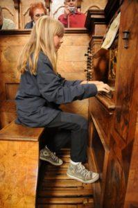 Una partecipante all'organo del coro Jager (26 luglio).