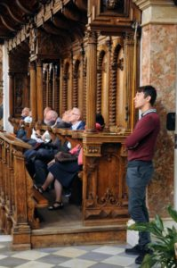 I partecipanti in ascolto dell'organo Ebert della Hofkirche (27 luglio).