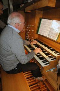 Il prof. Stucchi all'organo Walcker della Jesuitenkirche (27 luglio).