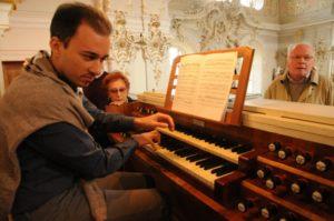 Il M° Manfredini all'organo Reinisch della Basilica di Wilten (28 luglio).