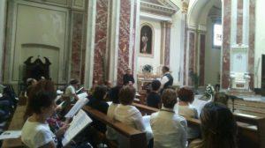 I cantori provano prima della Celebrazione Eucaristica.