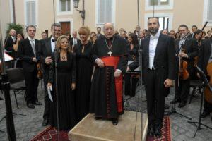Castel Gandolfo - Il Card. D. Bartolucci con il M° Baiocchi e i solisti, al termine del concerto